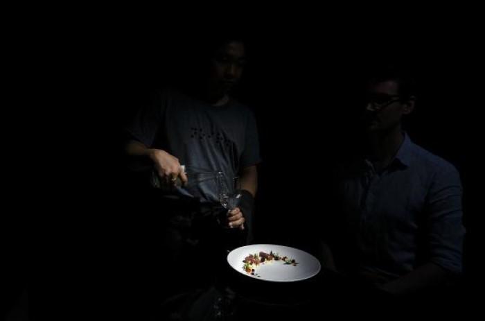 Ăn tối trong bóng đêm