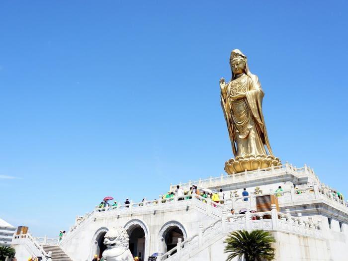 Bức tượng Nam Hải Quan Âm thể hiện sự từ bi hỷ xả của Quan Âm Bồ Tát