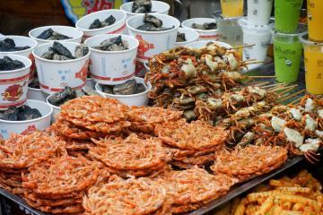 Ăn gì trong ngày 'cháy túi' ở thiên đường ẩm thực Phượng Hoàng cổ trấn?
