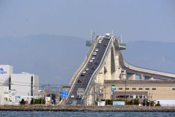 """Cây cầu đáng sợ nhất Nhật Bản thực chất là một """"cú lừa""""?"""