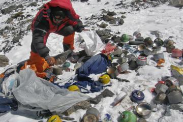 Nepal cấm nhựa dùng một lần ở Everest
