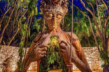 Resort ở Mexico hút khách với hình nhân gỗ khổng lồ đầy ma mị