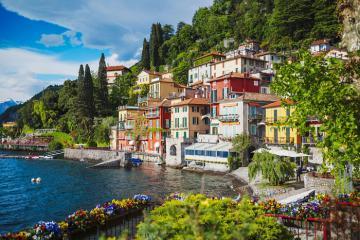 Khám phá vẻ đẹp của làng biệt thự bên hồ dành cho giới thượng lưu Ý