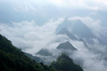 Tháng 8 lên đỉnh Mã Pì Lèng săn mây