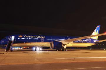 """""""Siêu máy bay"""" Boeing 787 lớn nhất Việt Nam gia nhập đội bay Vietnam Airlines"""