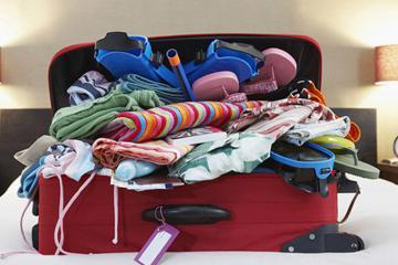 Mẹo xếp hơn 100 món đồ vào vali du lịch