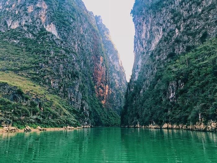 Chèo thuyền sông nho quế