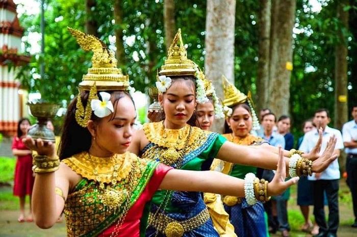 Điệu múa truyền thống của người Khmer