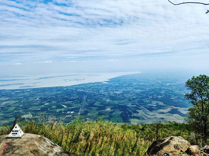 Một bước lên mây tại Núi Bà Đen - Tây Ninh