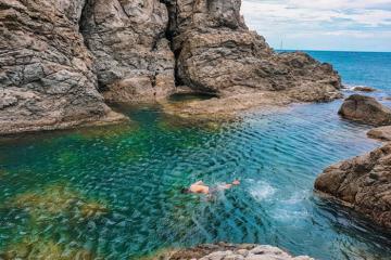 """""""Lụi tim"""" trước Mũi Nghê - hồ bơi thiên nhiên giữa biển ít người biết ở Đà Nẵng"""