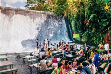 Trải nghiệm thú vị với nhà hàng dưới chân thác nước ở Philippines