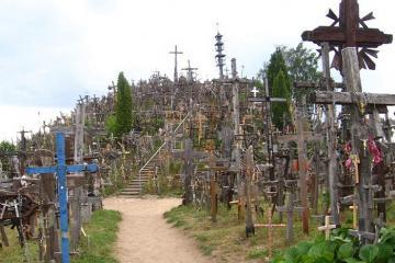 Kryziu Kalna - ngọn đồi với hơn 200.000 thánh giá đầy bí ẩn tại Litva