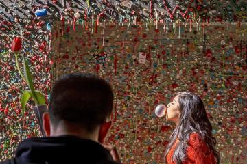 Bức tường bã kẹo cao su, địa điểm kỳ lạ hút khách ở Mỹ
