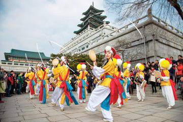 Tại sao Tết Trung thu ở Hàn Quốc lại được coi là ngày Lễ tạ ơn?