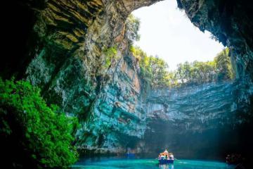 Khám phá hang động ở Quảng Bình - 'vương quốc' của gần 300 hang động