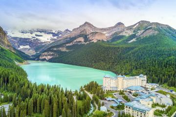Hồ Louise - viên ngọc xanh của du lịch Canada