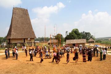Làng văn hóa du lịch các dân tộc Việt Nam - khám phá văn hóa vùng cao giữa lòng thủ đô