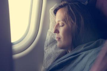 Mẹo tránh mệt mỏi trong chuyến bay đêm