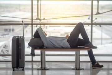 Ngủ tại sân bay nên hay không?