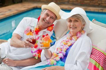 Vì sao người lớn tuổi thường chọn du lịch theo tour thay vì đi tự túc?