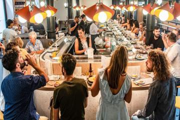 Nhà hàng phô mai băng chuyền đầu tiên trên thế giới tại Luân Đôn