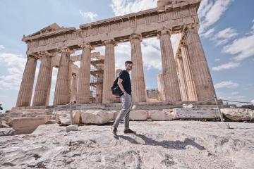 Quang Vinh du lịch Hy Lạp và check-in tại những điểm đến đẹp như mơ