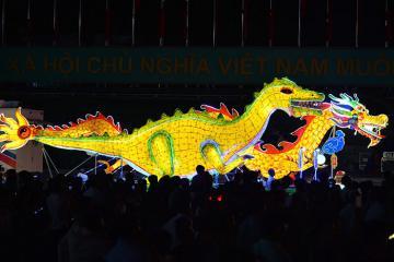 Tuyên Quang: Lễ rước đèn lồng khổng lồ dịp Trung thu