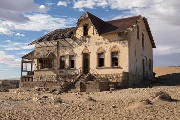 Trải nghiệm hoàn toàn mới lạ với điểm đến thị trấn ma của Namibia