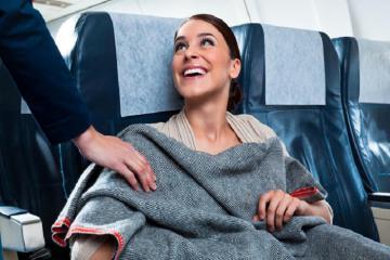 6 vật dụng có nguy cơ nhiễm khuẩn cao trên máy bay