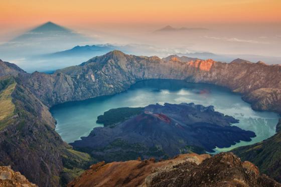 Bơi cùng rùa biển, thăm rồng komodo ở quần đảo núi lửa của Indonesia