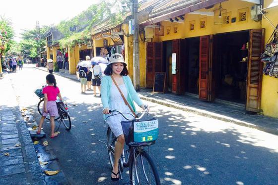 Đến du lịch Hội An, thong dong ngắm phố cổ bằng xe đạp