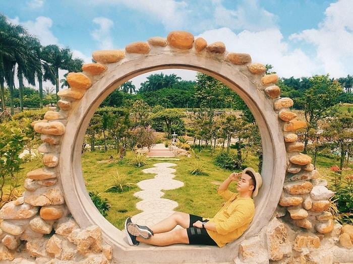 Theo chân 'thổ địa' Hải Phòng khám phá vườn cổ tích đầy mơ mộng