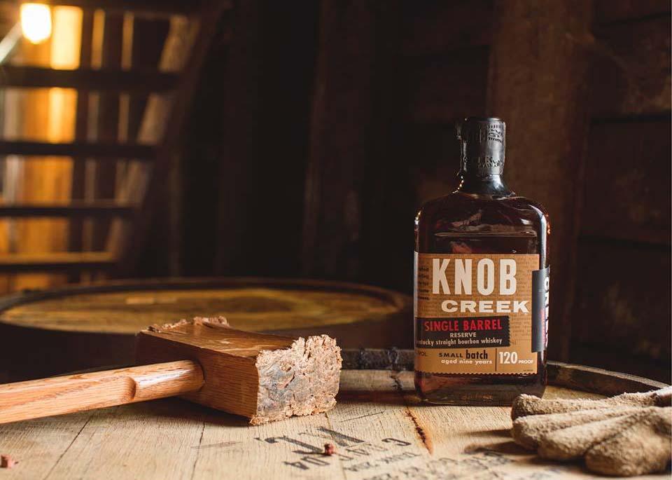 8 loại rượu Whisky hảo hạng này sẽ giúp bữa tiệc lửa trại thêm hoàn hào
