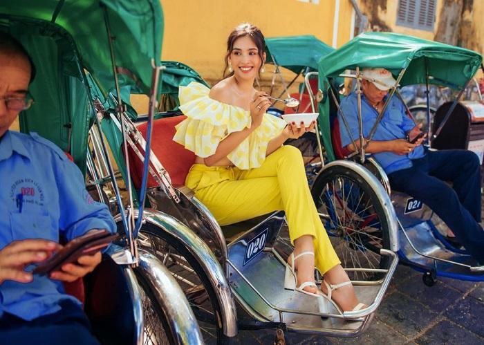 Hoa hậu Trần Tiểu Vy bãi đậu xe Hội An