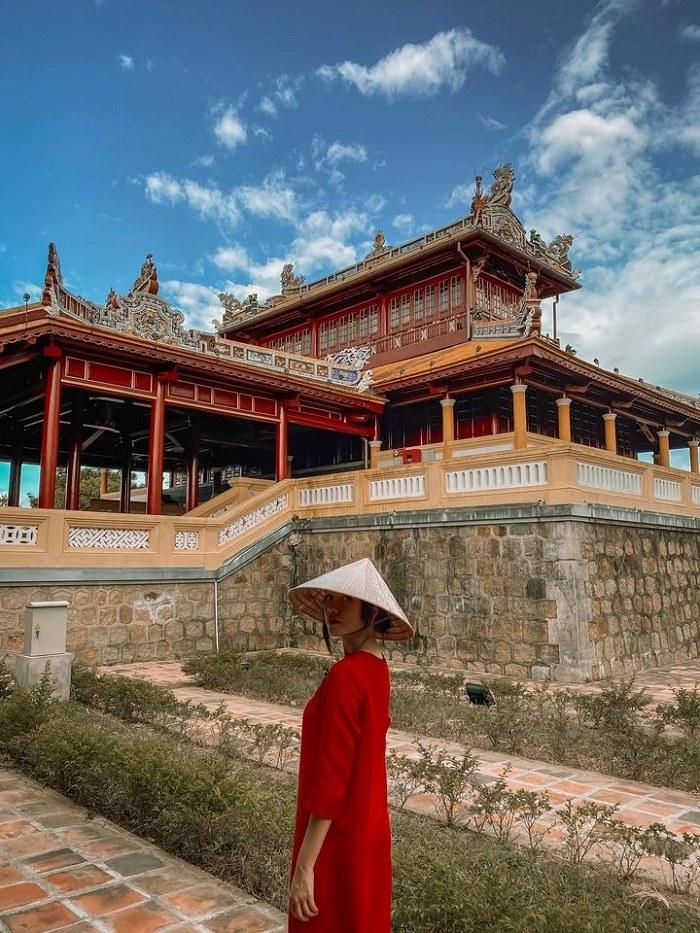 nữ diễn viên Băng Di - check-in Đại Nội