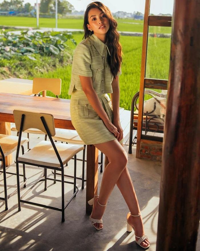 Hoa hậu Trần Tiểu Vy quán cafe ở Hội An