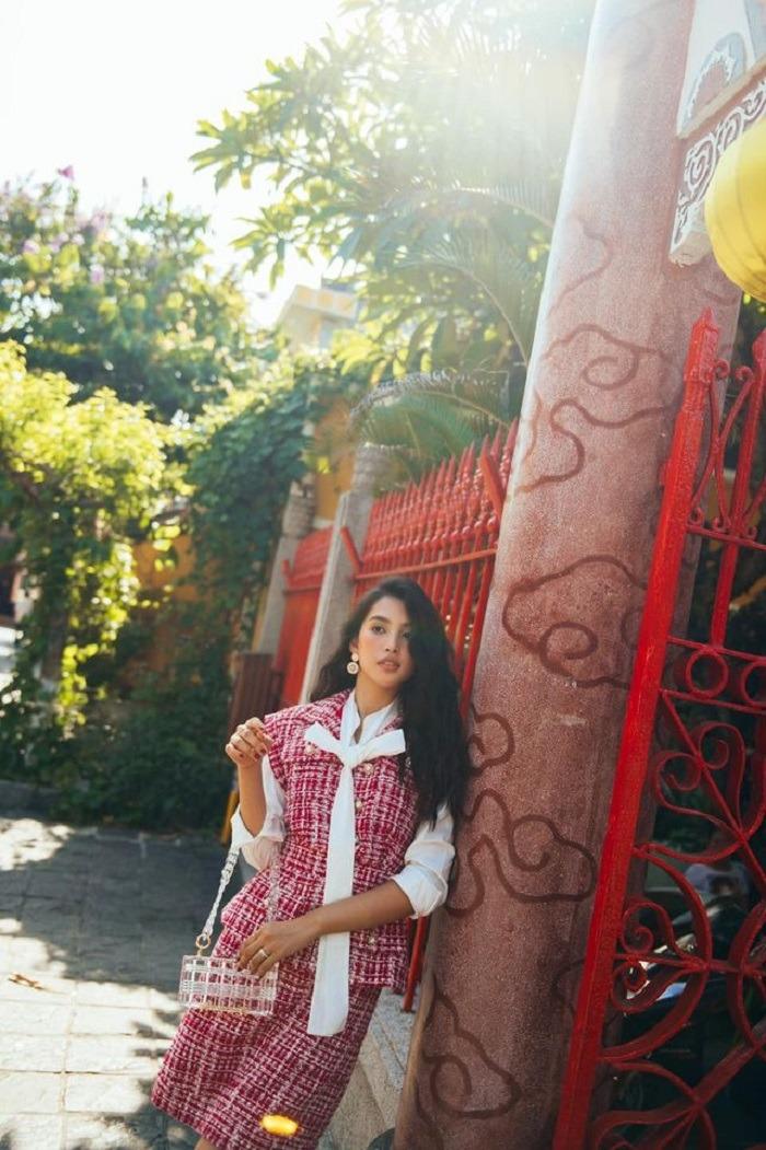 Hoa hậu Trần Tiểu Vy ở hội quán Quảng Đông