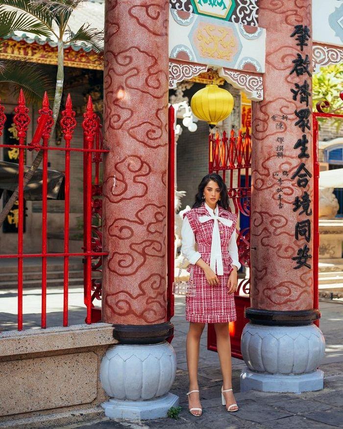 Hoa hậu Trần tiểu Vy check-in hội quán Quảng Đông