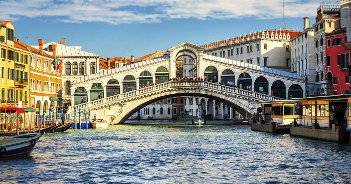 những cây cầu nổi tiếng thế giới độc đáo