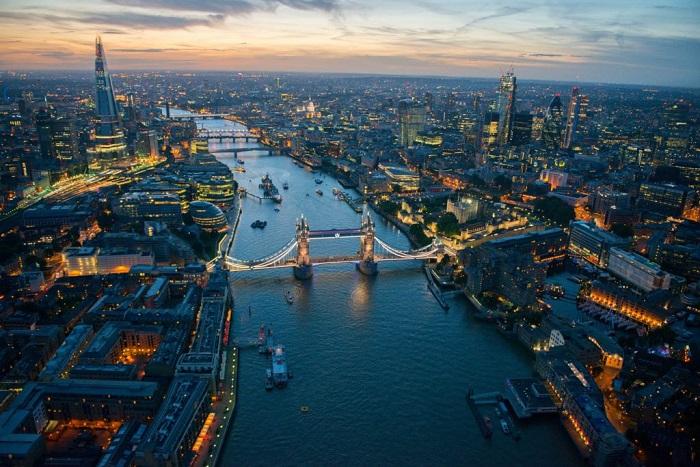 những cây cầu nổi tiếng thế giới là cầu tháp Luân Đôn