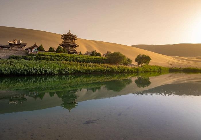 truyền thuyết Hồ Bán Nguyệt Trung Quốc