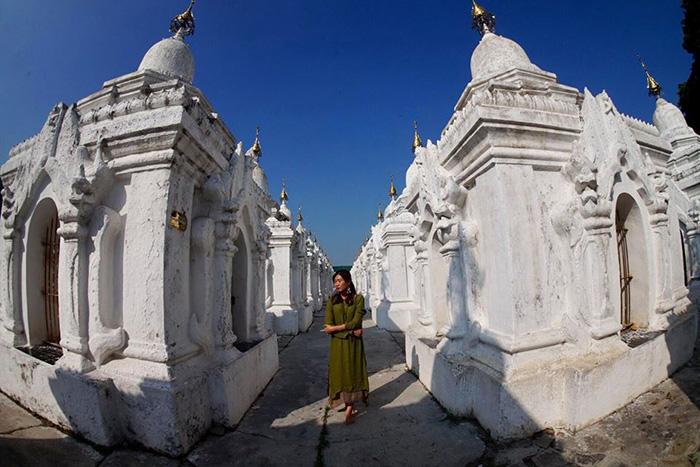 Chùa Kuthodaw với hàng trăm tòa tháp trắng xóa