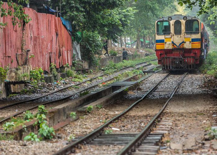 Đi tàu hỏa khám phá ngoại ô thành phố