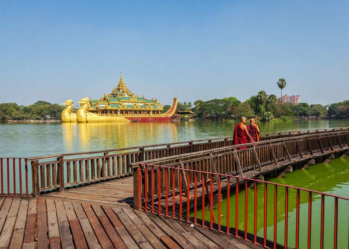 Hồ Kandawgyi thanh bình