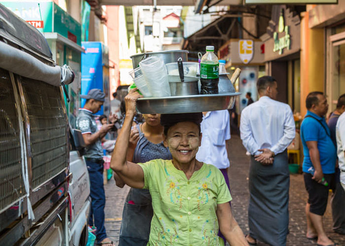 Dạo chơi và mua đồ lưu niệm ở chợ Bogyoke Aung San