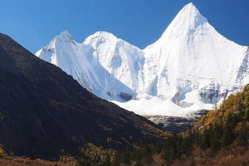 3 đỉnh núi thiêng không thể chinh phục ở Trung Quốc