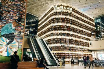Du lịch Seoul Hàn Quốc check-in thư viện Starfield Library