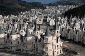 Thị trấn sở hữu hơn 600 'lâu đài ma' bí ẩn ở Thổ Nhĩ Kỳ