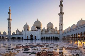Du lịch Dubai: Ngắm nhà chọc trời, thăm thánh đường Hồi giáo và cưỡi lạc đà