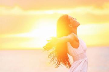 Tắm nắng buổi sáng với những lợi ích sức khỏe không ngờ